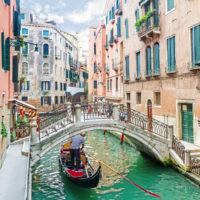 Vožnja z gondolo v Benetkah